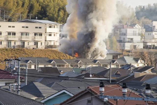 自社工場で火災が発生した際、近隣への賠償の必要性について